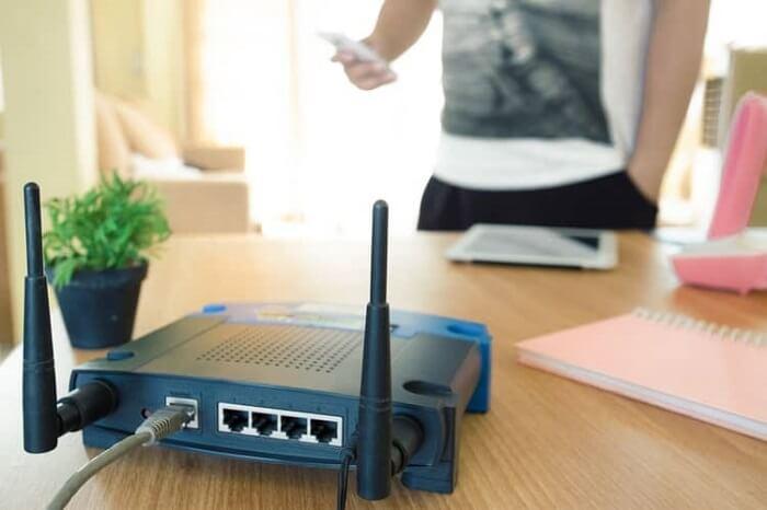 Di chuyển lại gần nơi đặt bộ phát WiFi